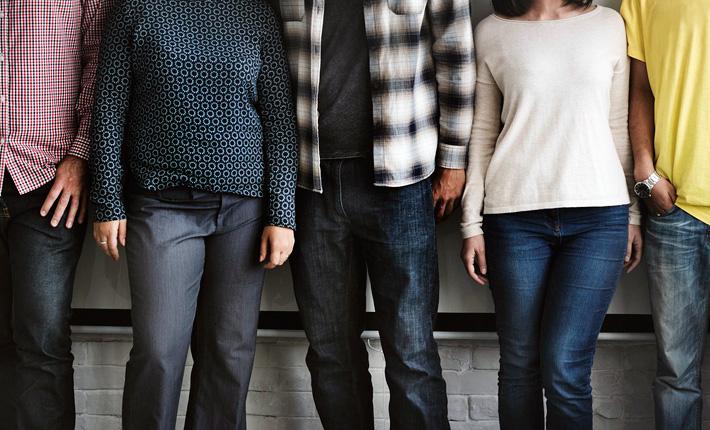 Team: 5 Personen in casual wear. Copyright: rawpixel (pixabay)