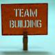 """Zettel mit Aufschrift """"Teambuilding"""""""