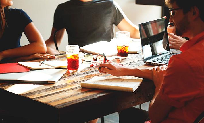 Team Brainstorming. Copyright: StartupStockPhotos (pixabay)